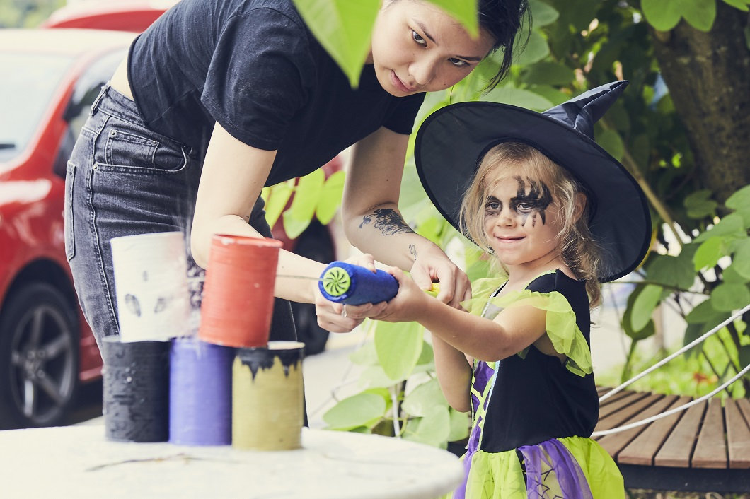 Little girl Halloween costume The Finder Kids Cluny Court event 2018