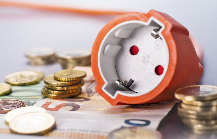 how to save money in singapore by changing electricity providers