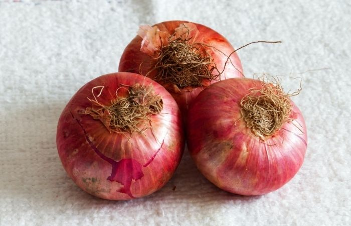 natural house cleaning tips - raw onions clean cookign pots