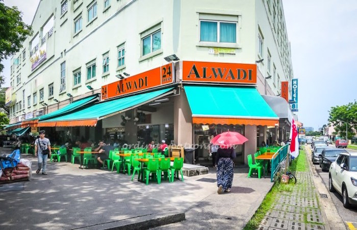 Alwadi @ Geylang Serai is famous for halal Indian food and of course, excellent prata