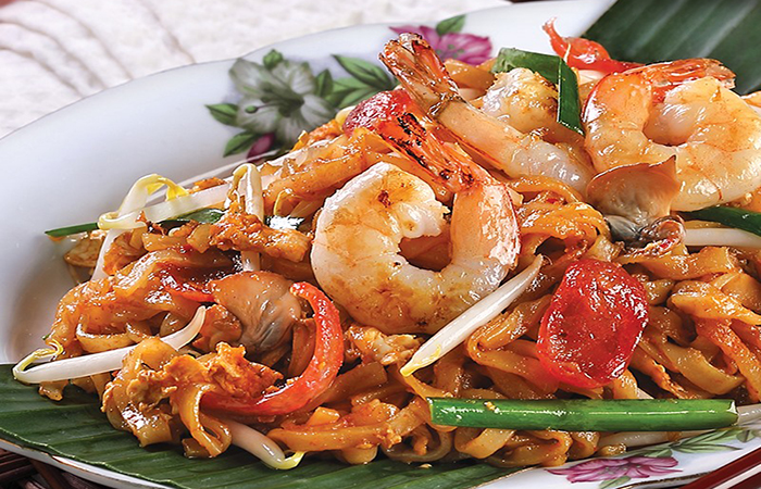 fried ipoh hor fun with prawns and beansprouts at Lou Yan, a good place to get great malaysian food in Singapore
