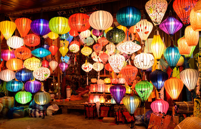 guide to mid autumn festival - lanterns at night