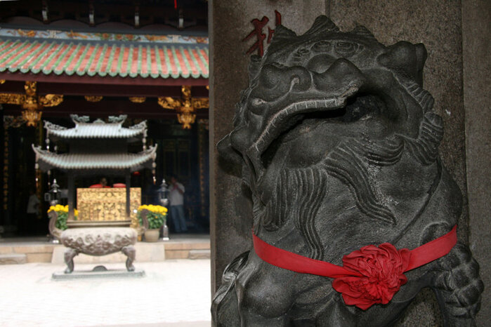 Singapore Travel Guide - chinese temple