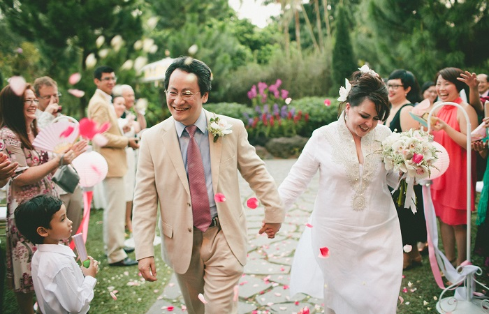 How to find love as an expat - Low Tuck Weng and Tara Barker on their wedding day in the Singapore Botanic Gardens.